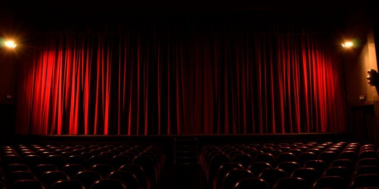 theater-with-red-curtain-and-seats